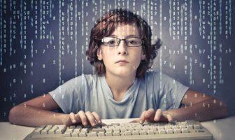 Как обезопасить ребенка от негативной стороны Интернета