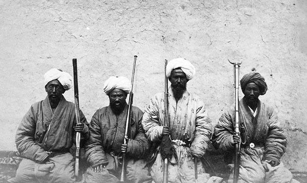 Фото Э. Чапман. Солдаты Йеттишара кашгарцы 1873 г.
